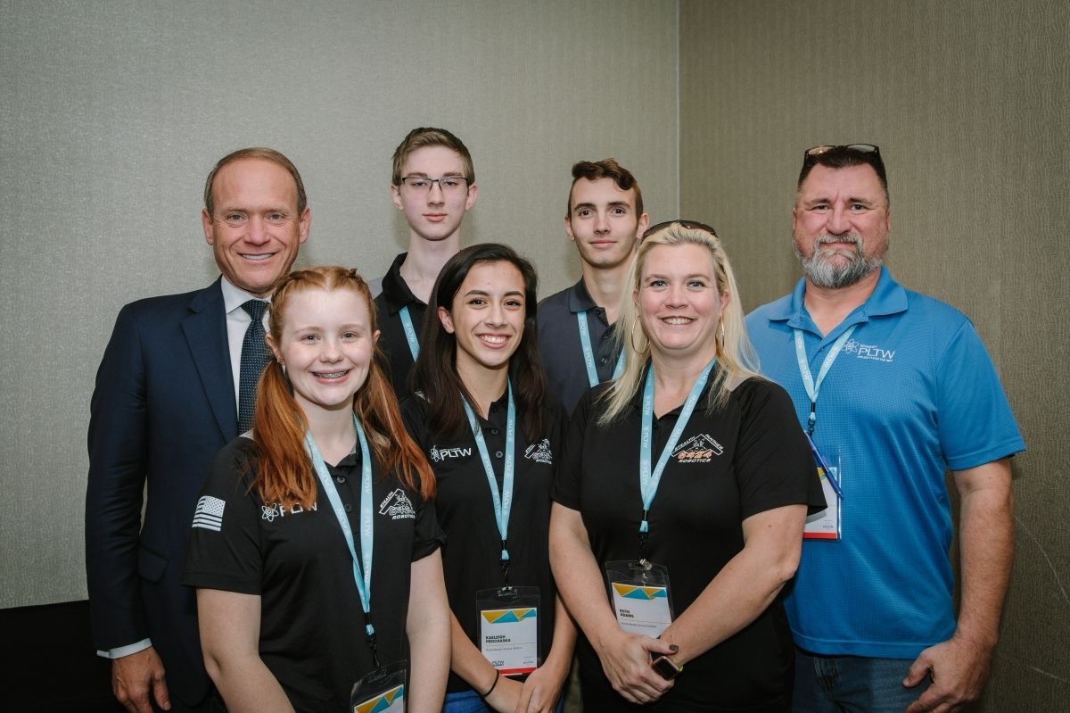 Vince Bertram taking a group picture with PLTW students
